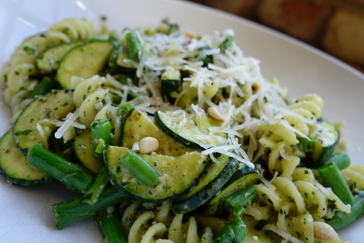 Low FODMAP green pesto pasta