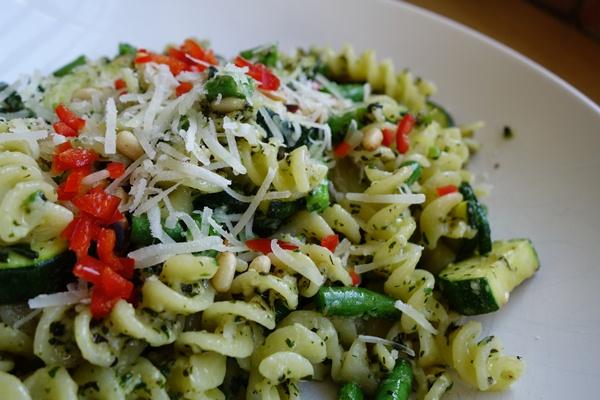 FODMAP free green pesto with chilli